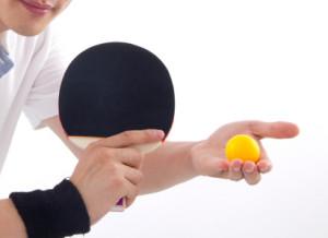 tischtennis-hand-aufschlag